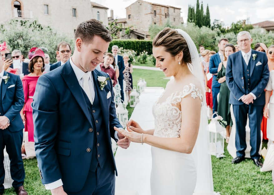 Laura and Cian, an exchange of Irish promises in the romantic countryside with the precious support of the staff of the Castello di Montignano